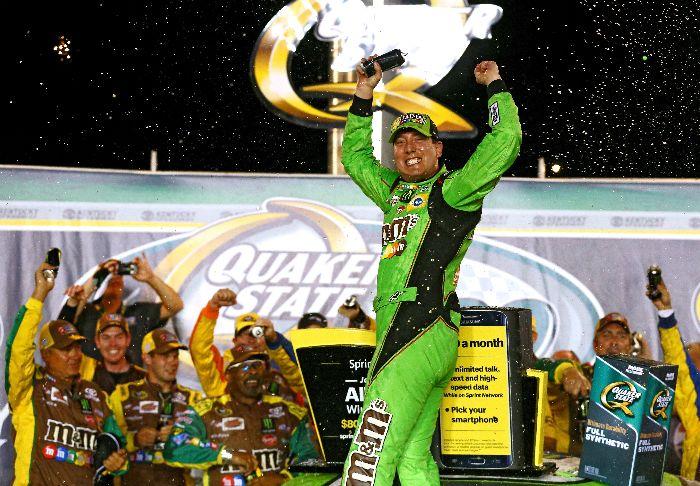 Kyle Busch于2015年7月11日在肯塔基获得胜利 (照片来自于Sarah Crabill/Getty Images)