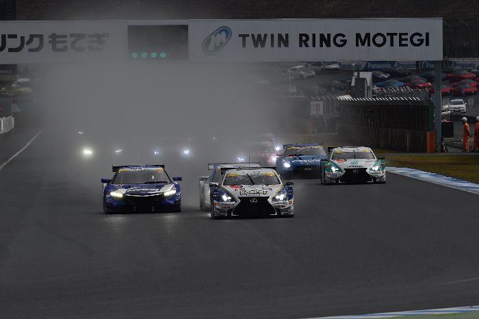 GT500组赛车起步
