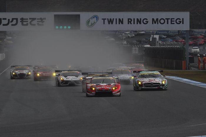 GT300组赛车起步