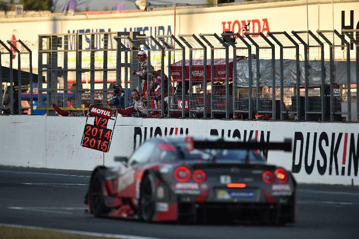 MOTUL GT-R 从12位发车奇迹般逆转夺得年度总冠军