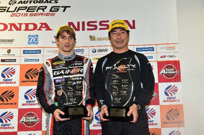 GT300组年度车手总冠军Andre Couto与GAINER车队监督田中哲也