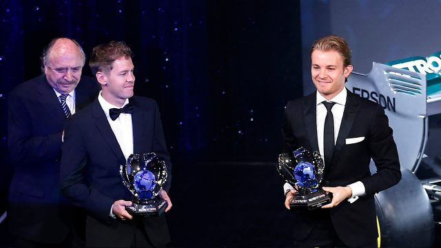 瓦特尔在FIA年终颁奖典礼领取年度车手季军奖杯
