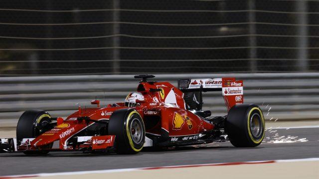 瓦特尔在巴林比赛,赛车与赛道摩擦出火花