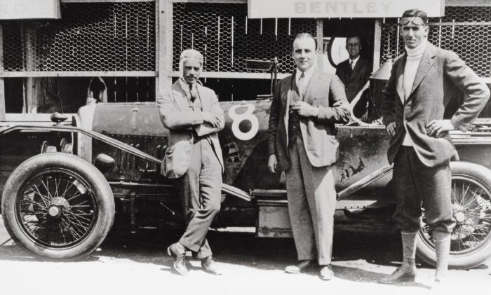 获得1924年勒芒冠军之后,从左到右:Frank Clement, W.O. Bentley, and John Duff