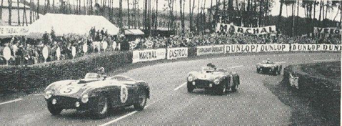 在第1圈领先的法拉利(照片来源于Classic Cars in Profile, Volume 4)