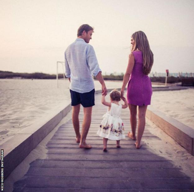 美妙的家庭时光:罗斯伯格,1岁的女儿艾拉亚,妻子薇薇安