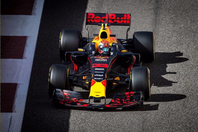 max-verstappen-driving-during-the-2017-abu-dhabi-gp